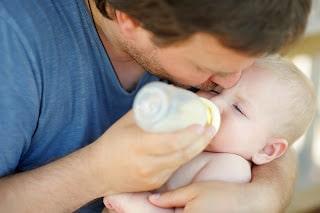 Mi bebé no quiere el biberón ¿qué puedo hacer?
